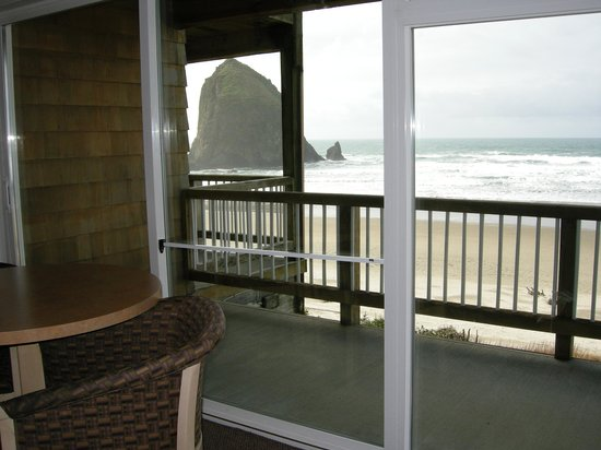 Hallmark Resort Cannon Beach: Standing inside room 126.