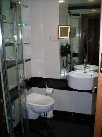 Bathroom picture of grange tower bridge hotel london tripadvisor Bathroom design jobs london