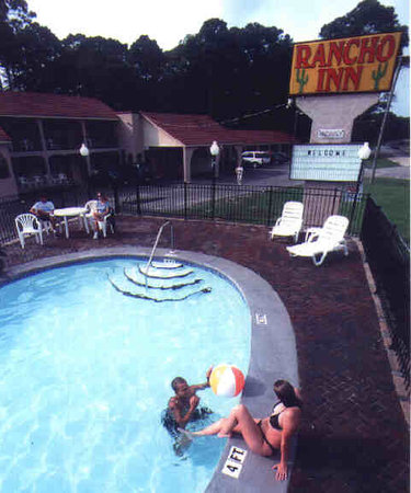 The Rancho Inn Swimming Pool