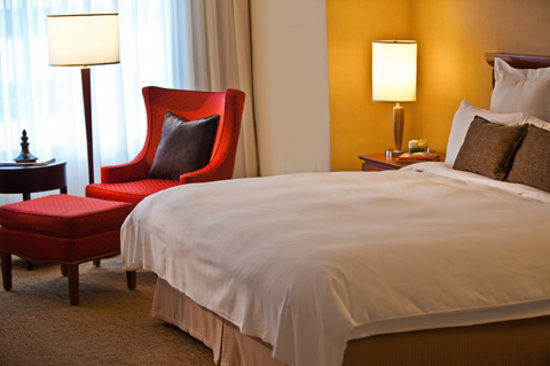 Renaissance Toronto Downtown Hotel: City View King Guestroom