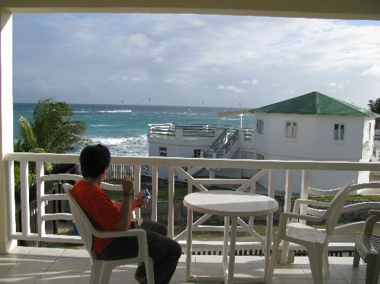 Ocean Bliss Apartments: The view from our apartment deck