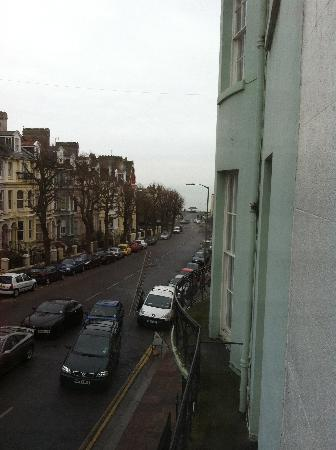 27 Brighton Bed & Breakfast: Sea view from room