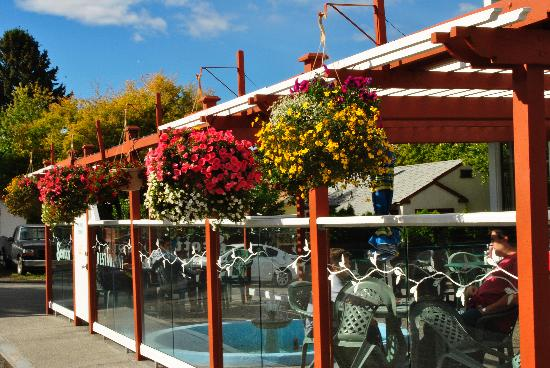 Scott's Inn and Restaurant - Kamloops: Licensed Patio