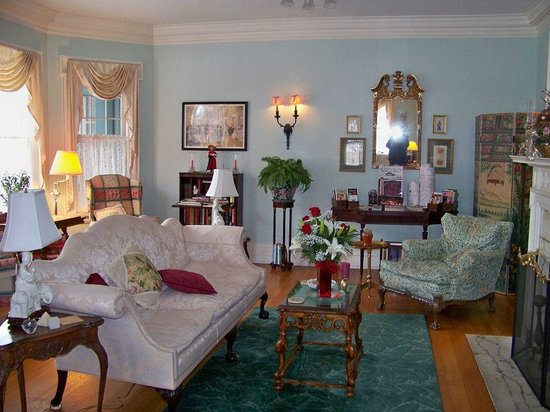 The Mountain Laurel Inn: Living Room