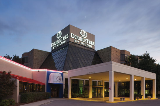 DoubleTree by Hilton Hotel Johnson City: Exterior/Entrance