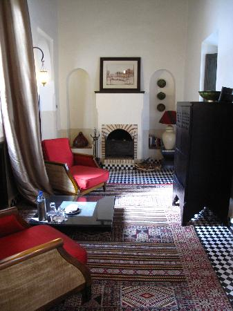 Riad Farnatchi: Suite living room