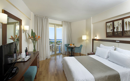 Golden Bay Beach Hotel: Standard Room