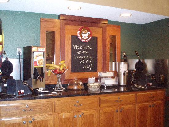 AmericInn Lodge &amp; Suites Hutchinson: Breakfast