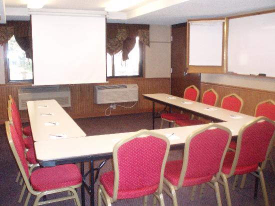 AmericInn Lodge &amp; Suites Hutchinson: Meeting Room