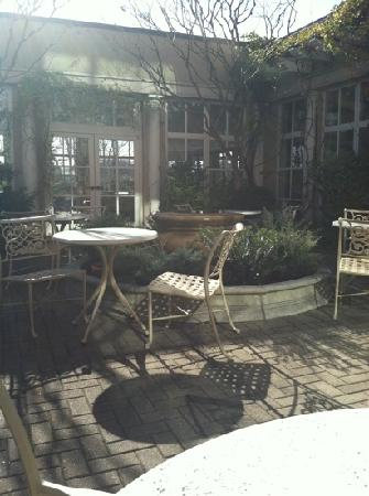 O. Henry Hotel: inner courtyard in the month of Febuary! tastefully elagant!