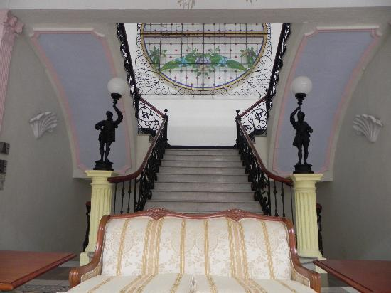 Gran Hotel de Merida: Grand staircase