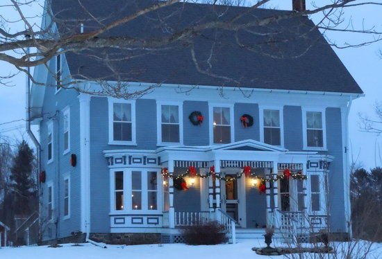 Fitch Hill Inn: Come for some winter fun...
