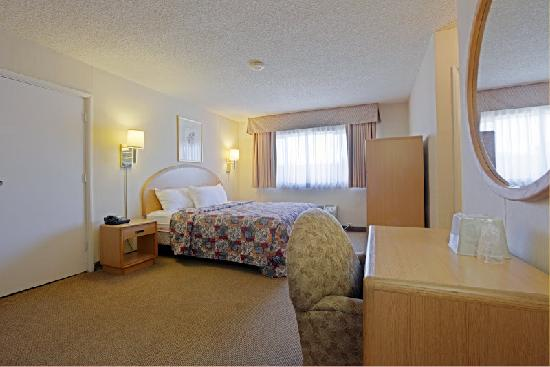 Americas Best Value Inn Hotel Visalia: King Bed Room