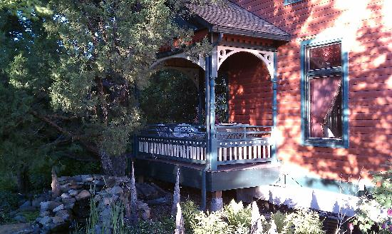Bozeman's Lehrkind Mansion Bed and Breakfast: Porches and decks ringed with flowers and shaded by trees make the Lehrkind Mansion your Oasis a