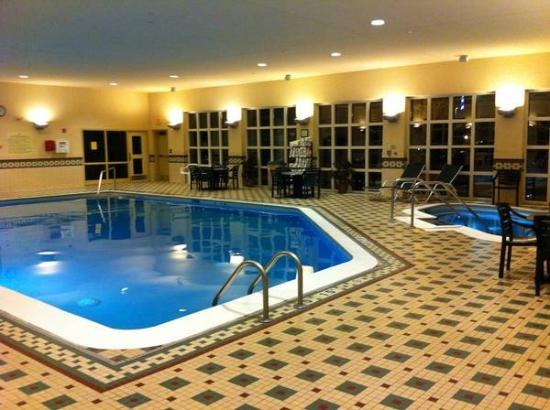 Hampton Inn and Suites Providence / Warwick Airport: Pool and hot tub