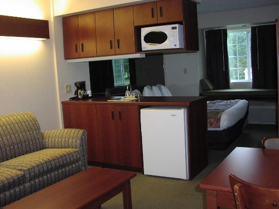Microtel Inn & Suites by Wyndham Olean/Allegany: Queen Suite 1