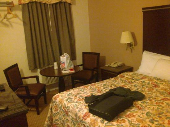 Harborview Inn and Suites: This was my room on the second floor.