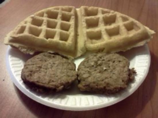Super 8 Austin/Dtwn/Capitol Area: AWESOME WAFFLES