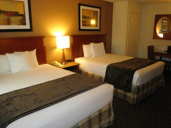 La Quinta Inn San Diego Mission Valley: Nice rooms with NEW beds