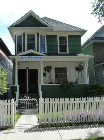 18 Ave. Uptown Mount Royal Bed & Breakfast