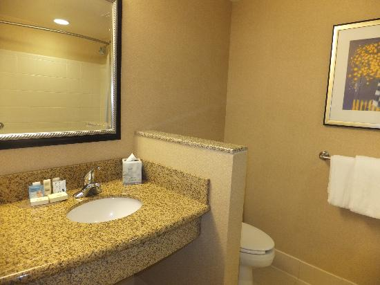 Courtyard by Marriott Salisbury: bathroom #2