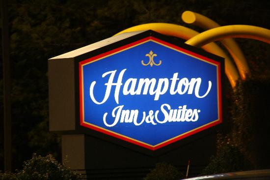 Hampton Inn & Suites Staten Island: Sign