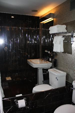 City Club Hotel: baño
