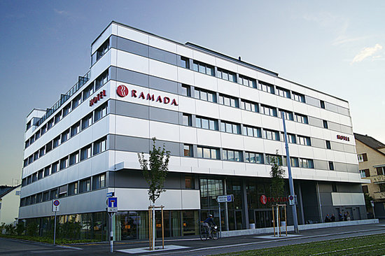 Ramada Hotel Zurich City: Outside view