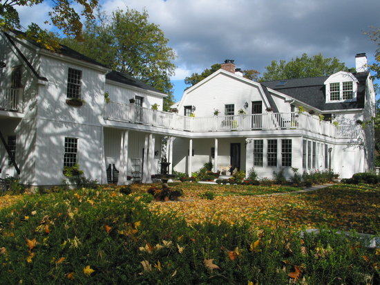 The Connecticut River Valley Inn: Property Rear