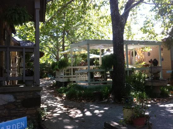 Secret Garden Cottages: Common area and view of front porch