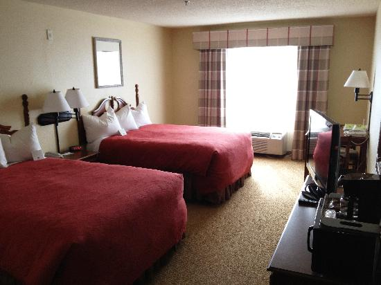 Country Inn & Suites DFW Airport South: 2 Queen Bed Guest Room