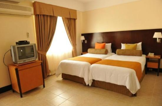 Hotel PonteFino: Our bed..