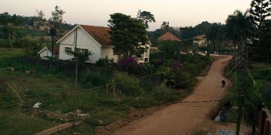 Speke Hotel: The road outside Speke Apartments Kitante