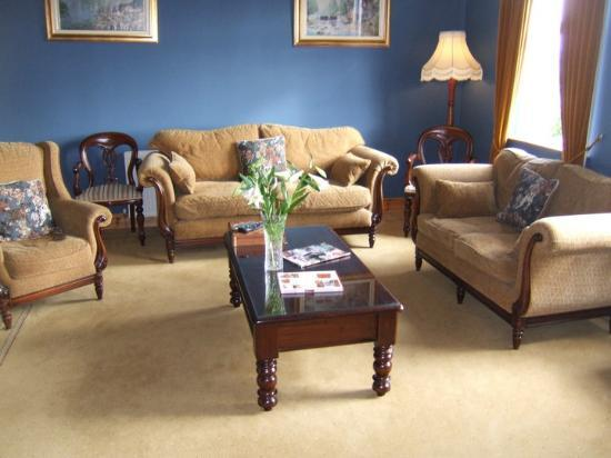 Grennan&#39;s Country House: Drawing Room/Living room B &amp; B