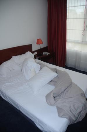 Suite Novotel Montpellier: bed