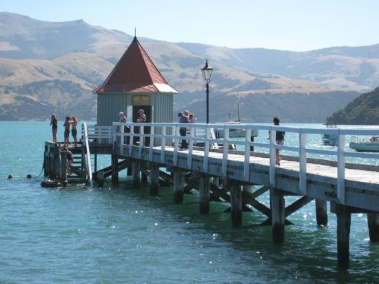 Akaroa Criterion Motel: the pier at the end of the street !