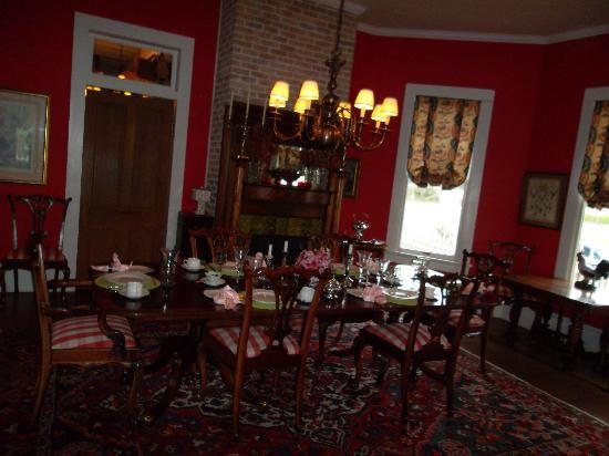 George Blucher House Bed & Breakfast Inn: dining room