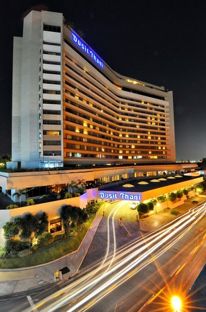 Dusit Thani Manila: Dusit Thani Manila Facade Night Shot