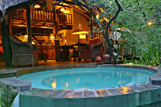 Maqueda Lodge: Lounge, Dining and Splash pool