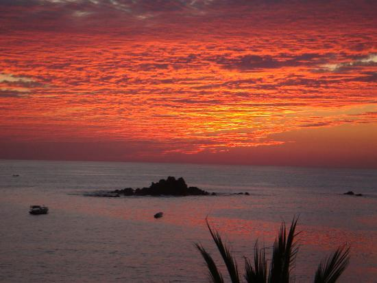 Club Med Ixtapa Pacific: Beautiful Sunset, taken from outside reception