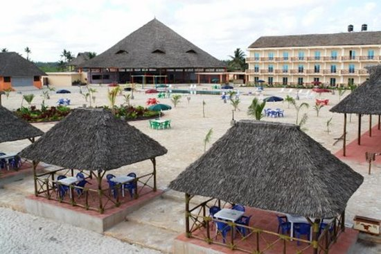 Hotel South Beach Resort Dar Es Salaam: High View from the Beach looking into the Resort