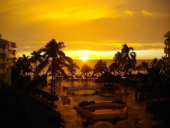Marival Resort &amp; Suites: Sunset