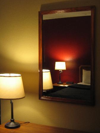 Comfort Inn East: King room