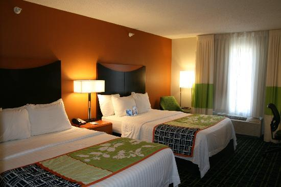 Fairfield Inn Hays: 2 Queen bed.