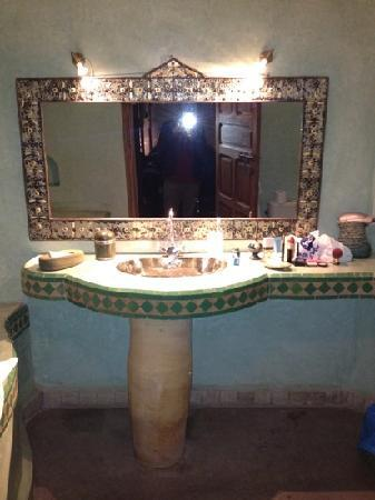 Riad Laora: bathroom