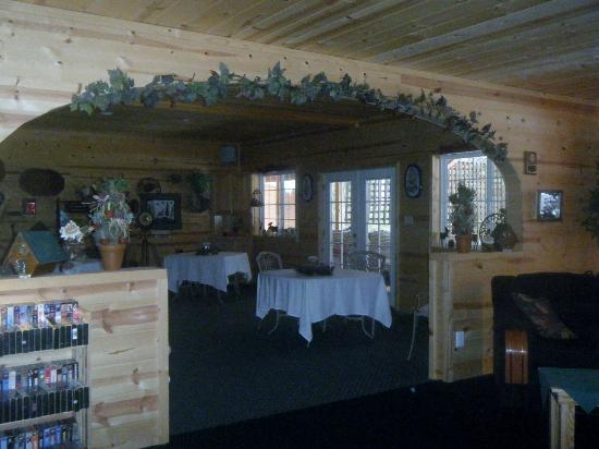 Featherwinds Lodging, LLC.: The Dining Room