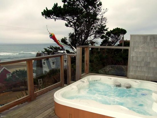 Pana Sea Ah Bed and Breakfast: Ocean View Hot Tub Jacuzzi at Panaseah