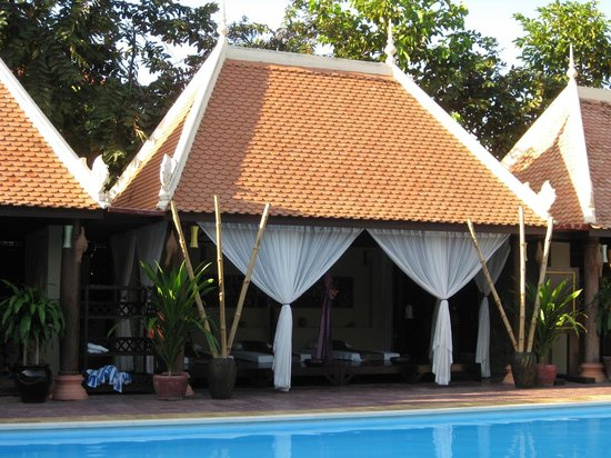 La Tradition D'Angkor Boutique Resort: Massage area by the pool