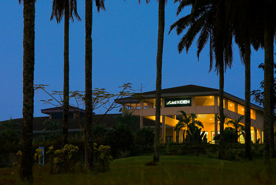 Le Meridien Ibom Hotel &amp; Golf Resort: Le Meridien at Night