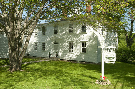 The 1774 Inn at Phippsburg: Visitors&#39; first view of the 1774 Inn